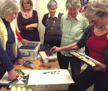 Rosie Sanders demonstrating colour mixing